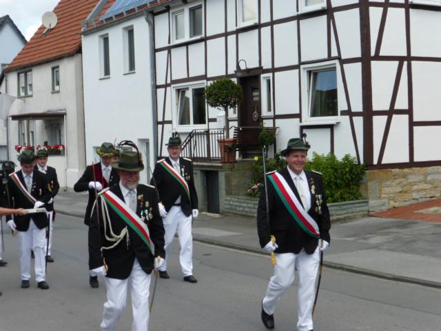 Ausmarsch an der Spitze Oberst Franz-Werner Müller und Adjudant Albert Joeks